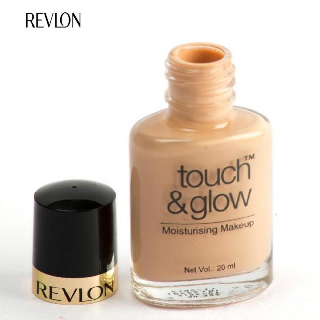 Revlon Touch & Glow Moisturizing Makeup Foundation (Natural Mist – 9)